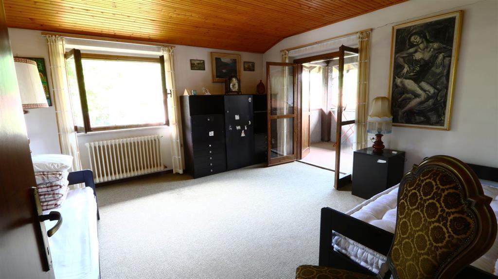 Appartamento in Vendita a Valganna: 5 locali, 226 mq