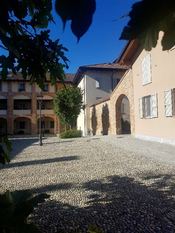 Appartamento in Vendita a Bellusco: 4 locali, 200 mq