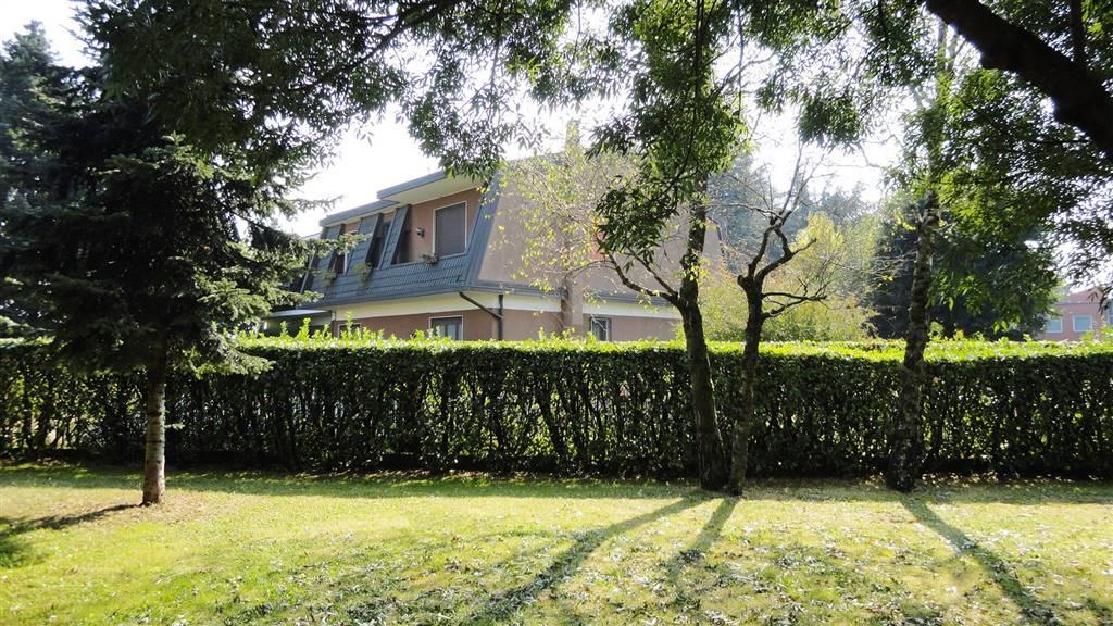 Villa in Vendita a Burago Di Molgora: 5 locali, 330 mq