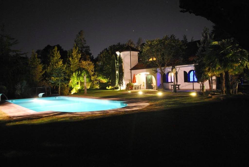 Villa in Vendita a Casatenovo: 5 locali, 500 mq