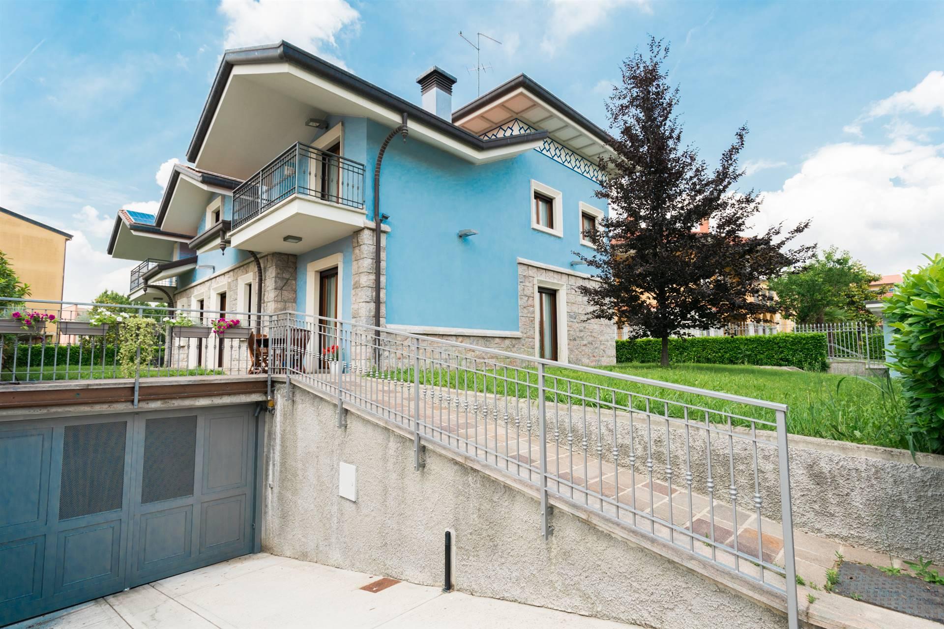 Villa in Vendita a Bellusco: 5 locali, 368 mq