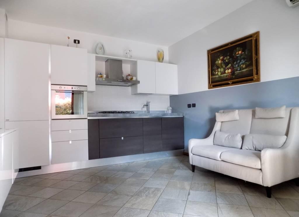 Appartamento in Vendita a Cavenago Di Brianza: 3 locali, 75 mq
