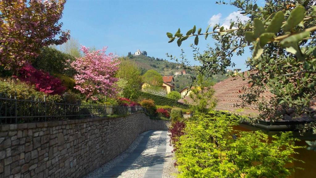 Villa in Vendita a Montevecchia: 5 locali, 480 mq