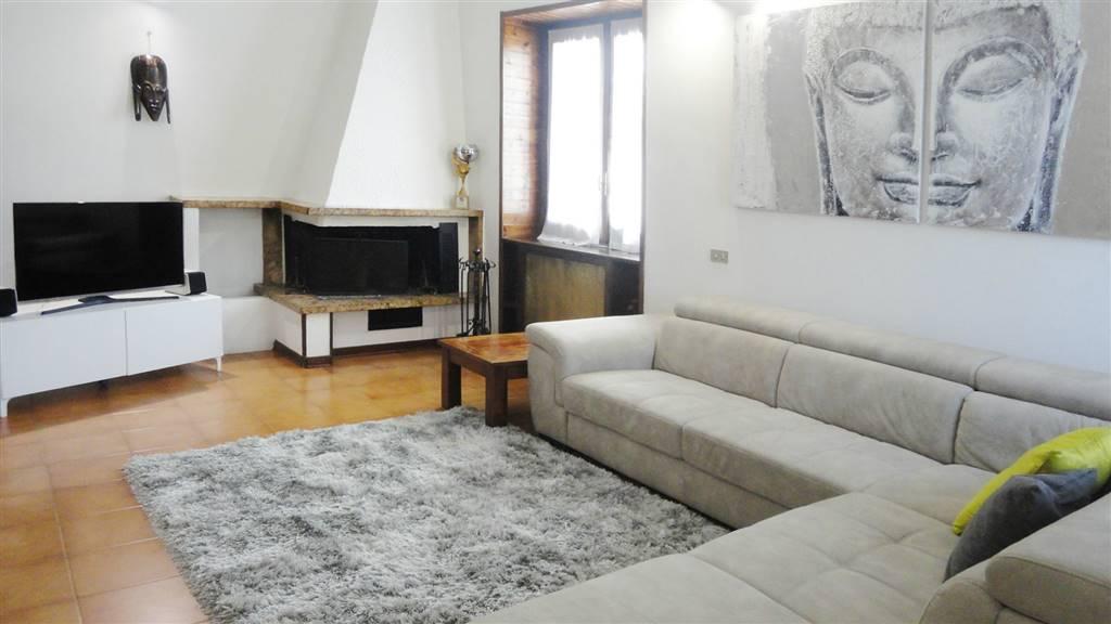 Appartamento in Vendita a Vimercate: 4 locali, 230 mq