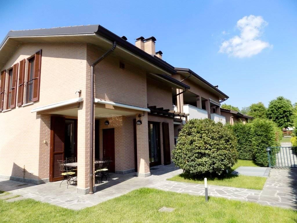 Villa in Vendita a Cavenago Di Brianza: 5 locali, 240 mq