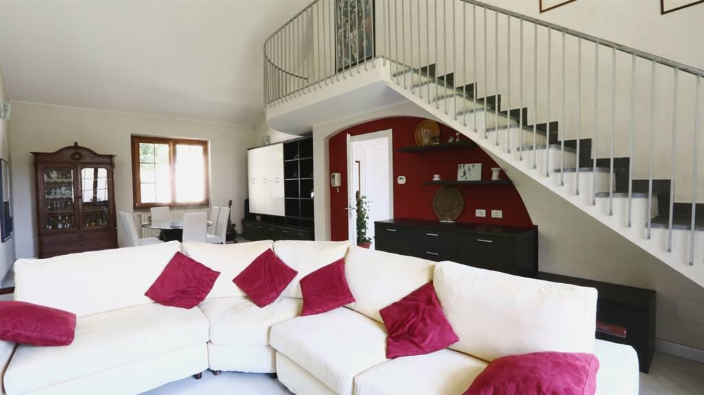 Villa in Vendita a Besana In Brianza: 5 locali, 400 mq