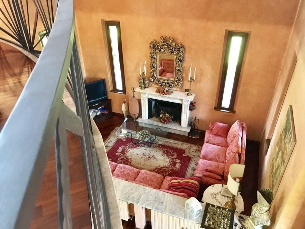 Villa in Vendita a Busnago: 5 locali, 644 mq