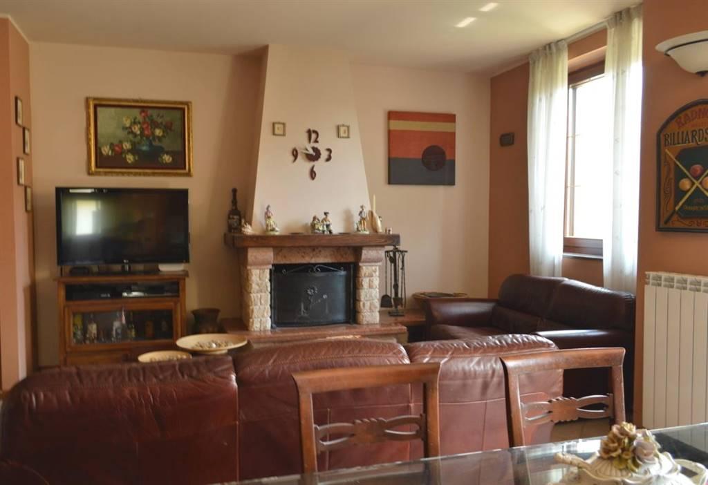 Appartamento in Vendita a Busnago: 4 locali, 140 mq