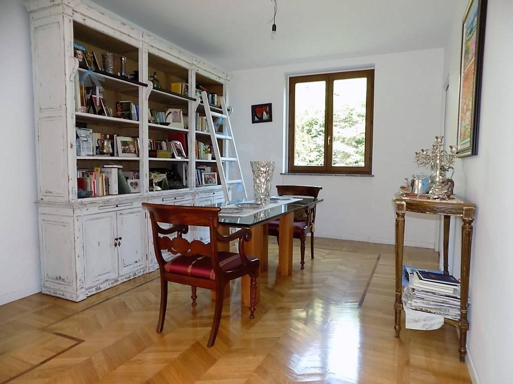 Villa in Vendita a Imbersago: 5 locali, 275 mq