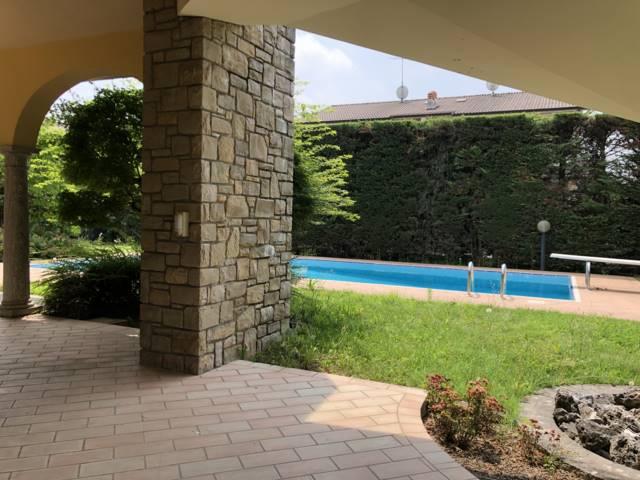 Villa in Vendita a Mezzago: 5 locali, 700 mq