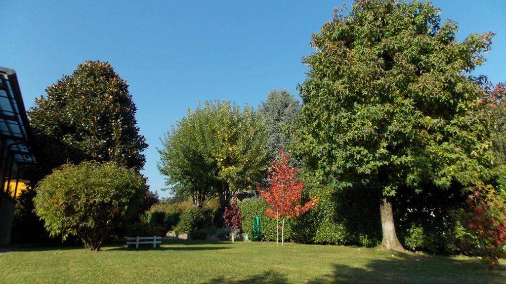 Villa in Vendita a Casatenovo: 5 locali, 400 mq