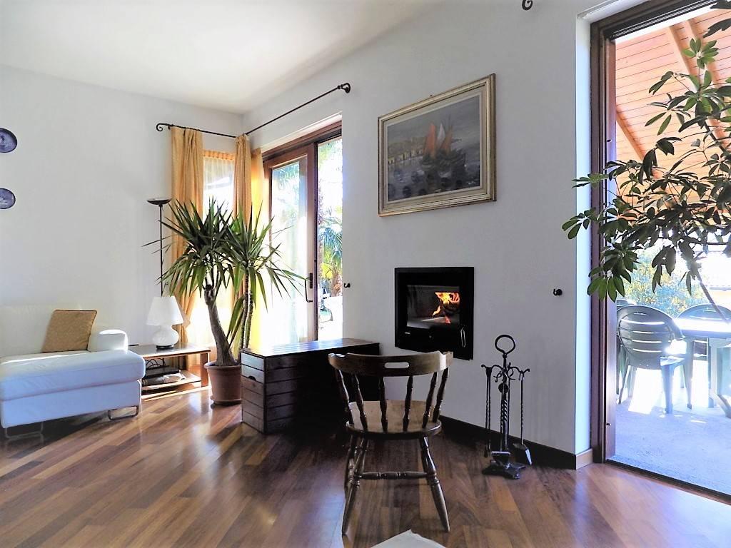Villa in Vendita a Olgiate Molgora: 5 locali, 370 mq
