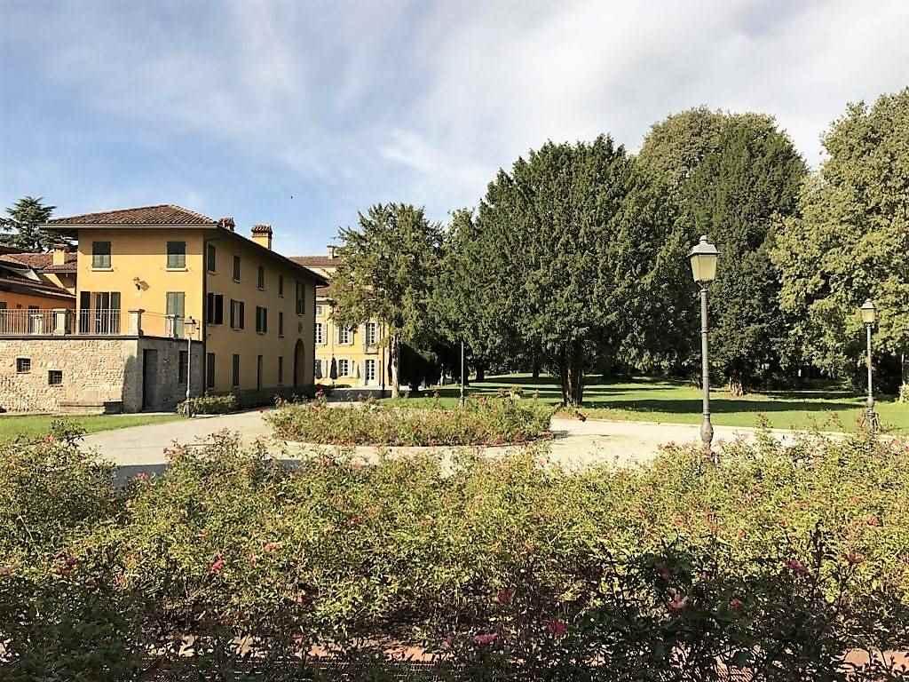 Villa in Vendita a Trezzo Sull'Adda: 5 locali, 2400 mq