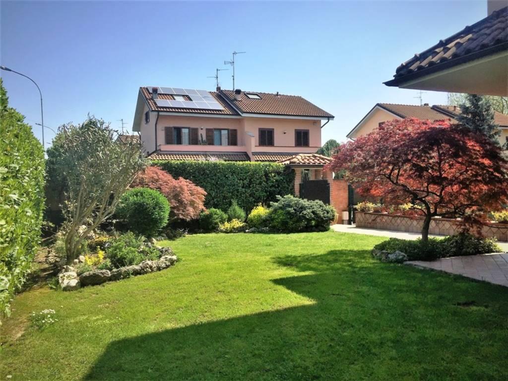 Villa in Vendita a Inzago: 4 locali, 200 mq