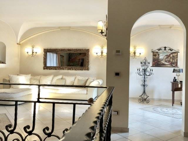 Villa in Vendita a San Giuliano Milanese: 5 locali, 400 mq