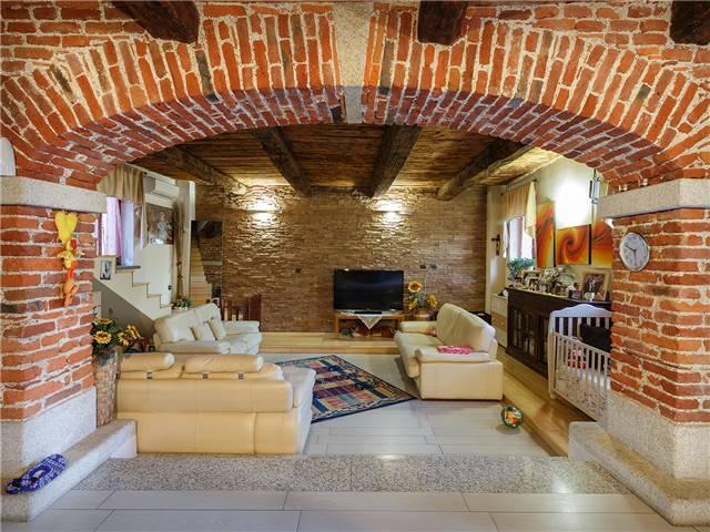 Appartamento in Vendita a Cameri: 4 locali, 160 mq