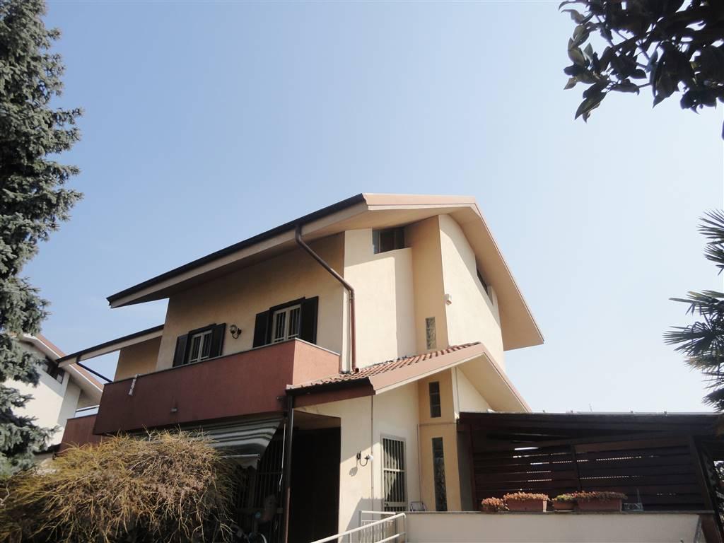 Villa in Vendita a Roncello: 5 locali, 229 mq