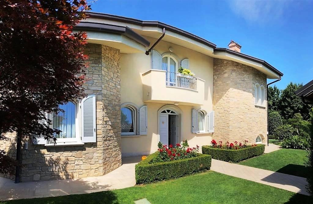 Villa in Vendita a Camparada: 5 locali, 429 mq