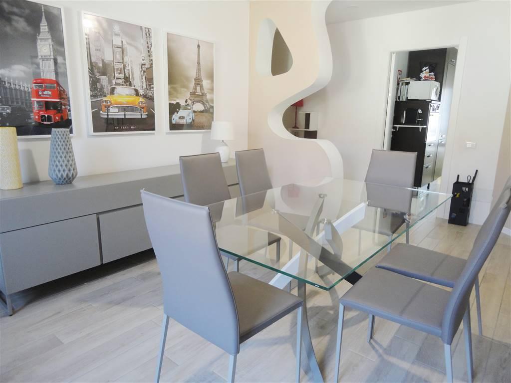 Appartamento in Vendita a Cavenago Di Brianza: 4 locali, 119 mq
