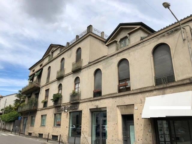 Palazzo in Vendita a Macherio: 5 locali, 250 mq