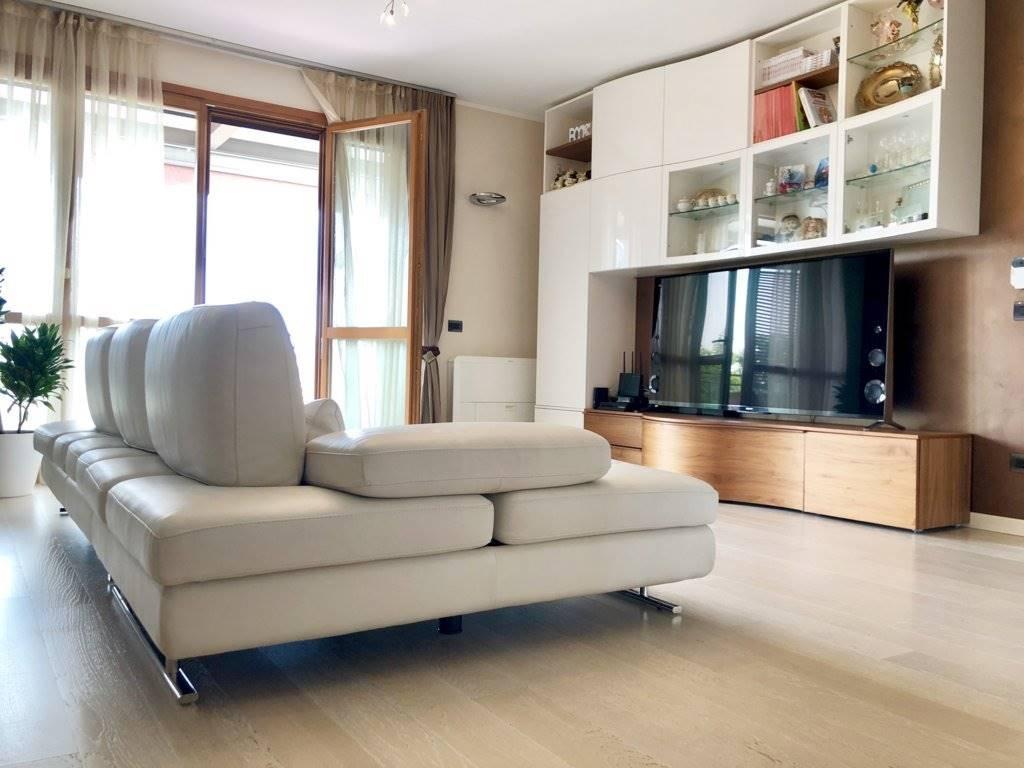 Appartamento in Vendita a Cavenago Di Brianza:  3 locali, 110 mq  - Foto 1