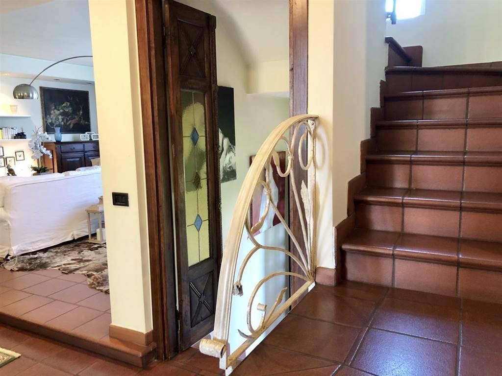 Villa in Vendita a Caronno Pertusella: 5 locali, 280 mq