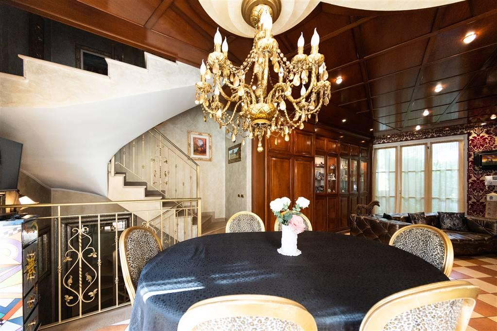 Villa in Vendita a Cusano Milanino: 5 locali, 348 mq