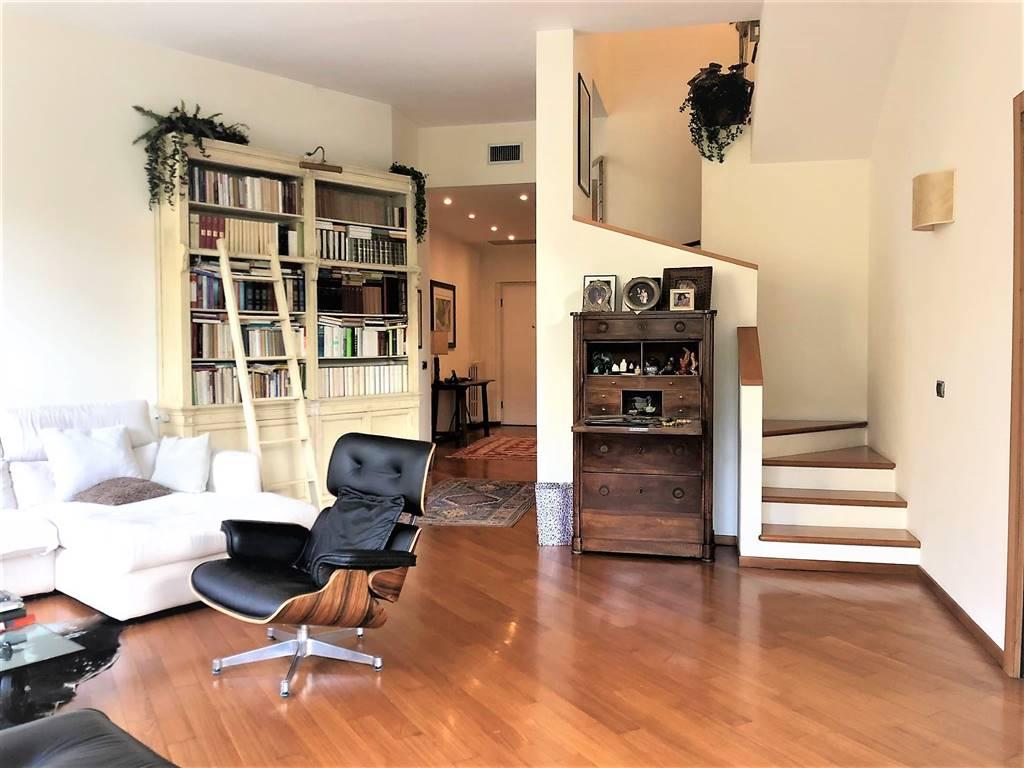 Villa in Vendita a Monza: 5 locali, 340 mq