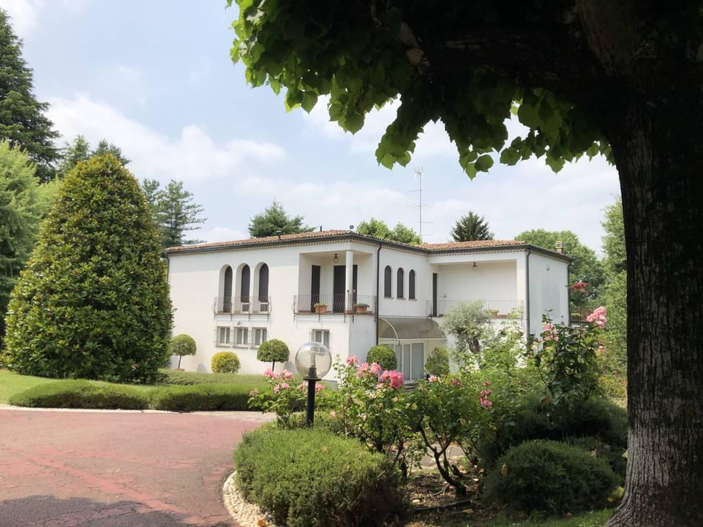Villa-Villetta  in Vendita a Fino Mornasco