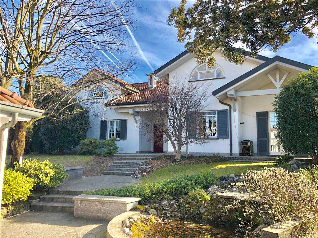 Villa in Vendita a Vimercate: 5 locali, 450 mq