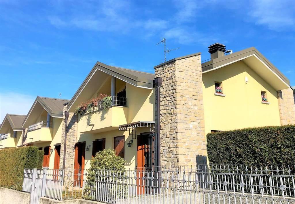 Villa in Vendita a Sulbiate: 4 locali, 220 mq