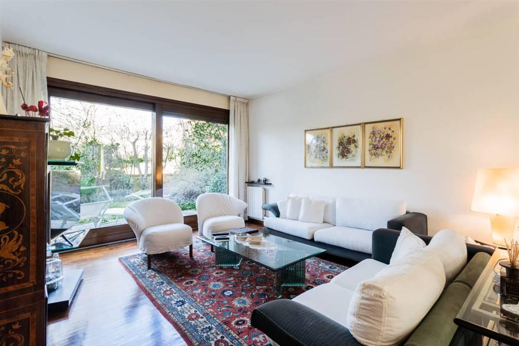 Appartamento in Vendita a Lesmo: 4 locali, 230 mq