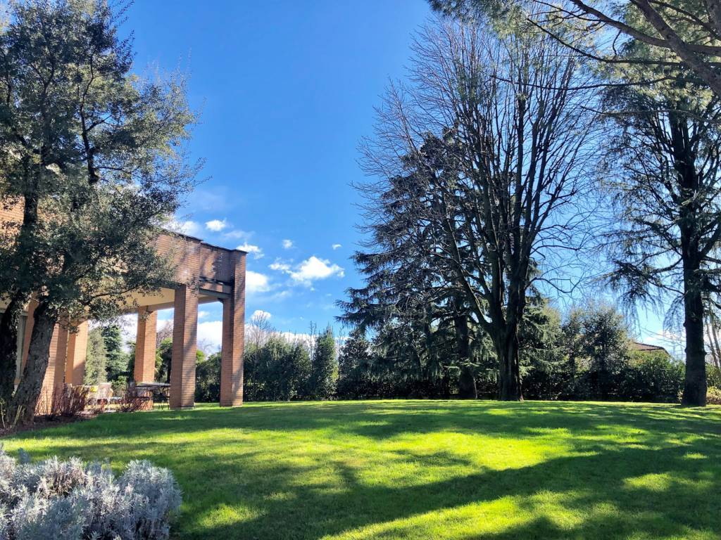 Villa in Vendita a Lesmo: 5 locali, 650 mq