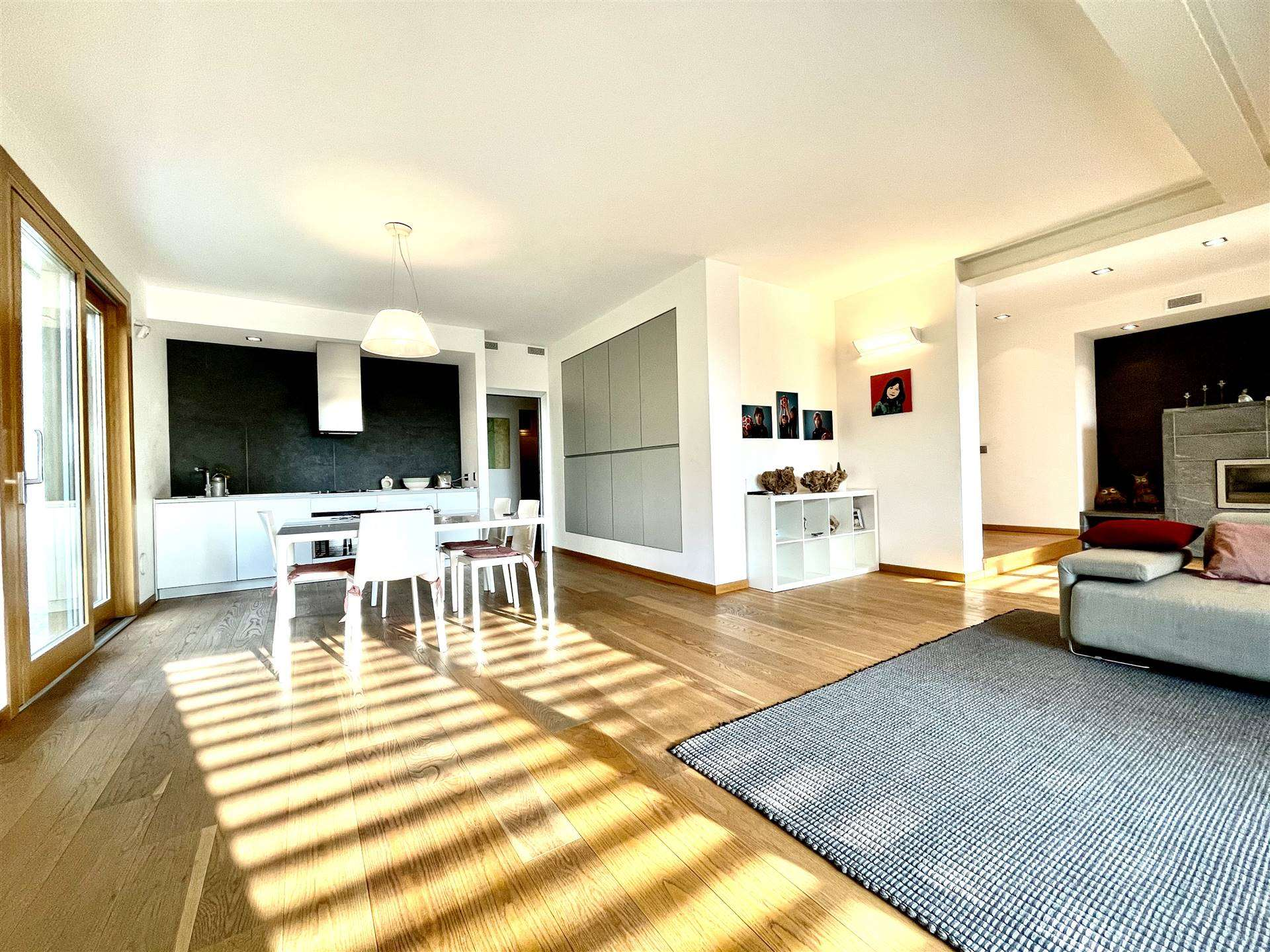 Villa in Vendita a Merate: 5 locali, 570 mq