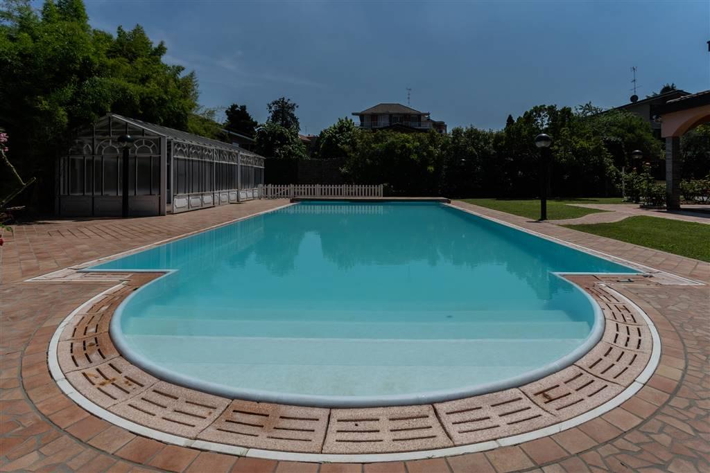 Villa in Vendita a Rozzano: 5 locali, 380 mq