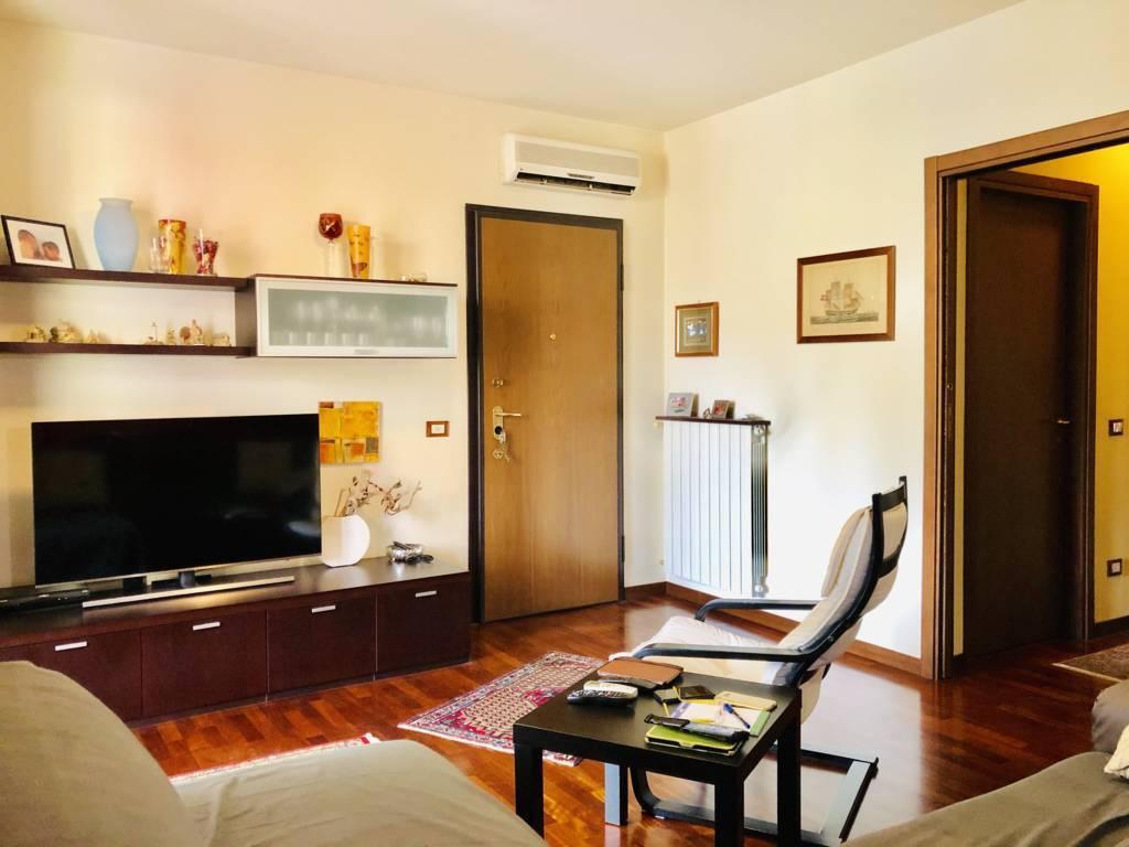 Appartamento in Vendita a Cambiago: 4 locali, 124 mq