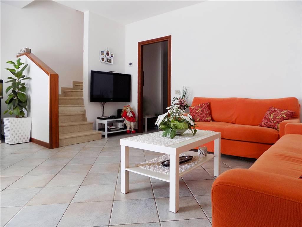 Villa in Vendita a Cavenago Di Brianza: 4 locali, 195 mq