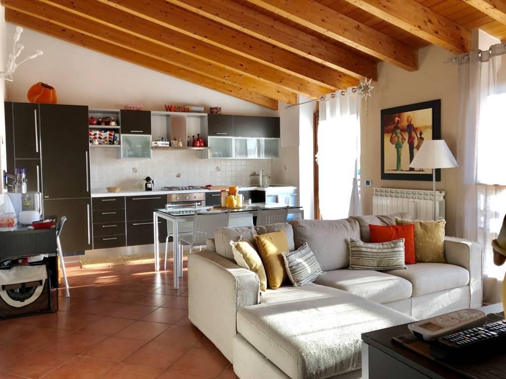 Appartamento in Vendita a Roncello: 2 locali, 60 mq