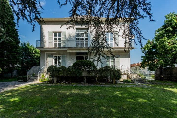 Villa in Vendita a Cesano Maderno: 5 locali, 1200 mq