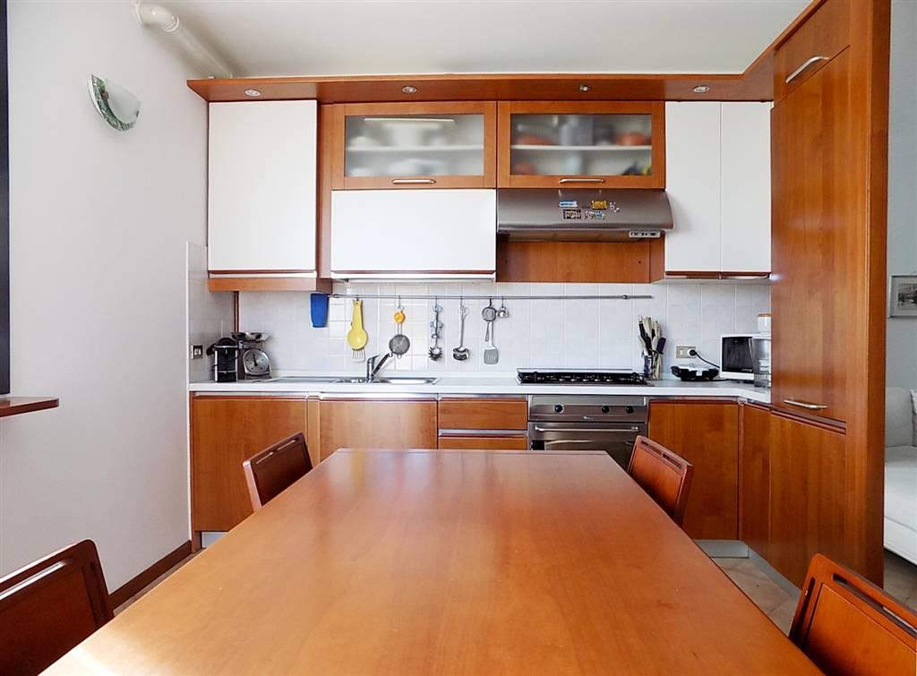 Appartamento in Vendita a Cavenago Di Brianza: 3 locali, 93 mq