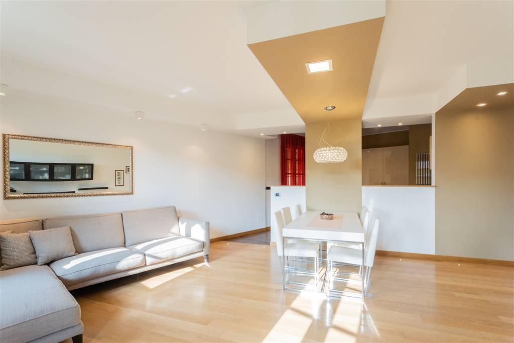 Appartamento in Vendita a Cambiago: 5 locali, 250 mq