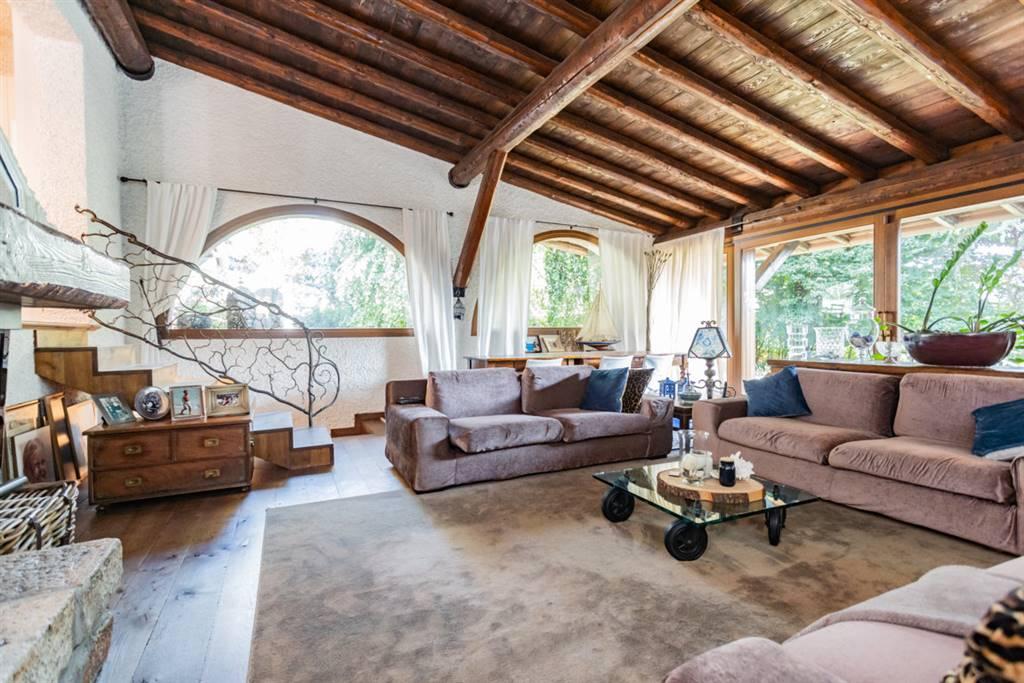 Villa in Vendita a Cabiate: 5 locali, 500 mq