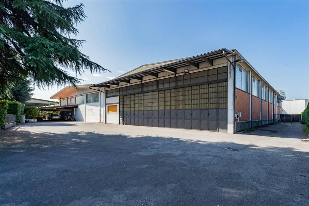 Capannone in Vendita a Cabiate: 5 locali, 1480 mq
