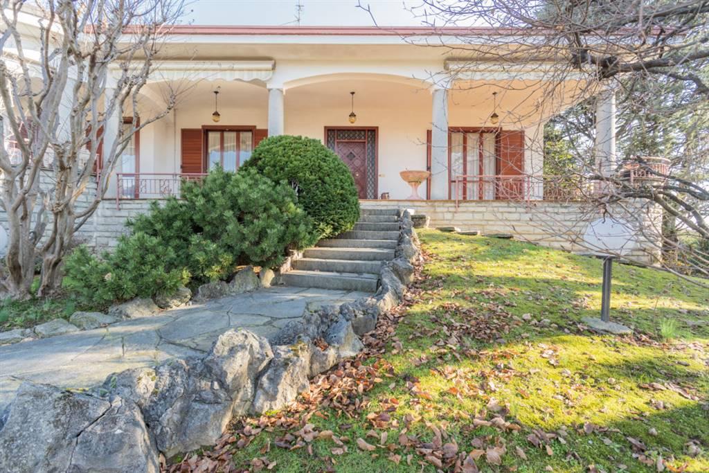 Villa in Vendita a Rovello Porro: 4 locali, 400 mq