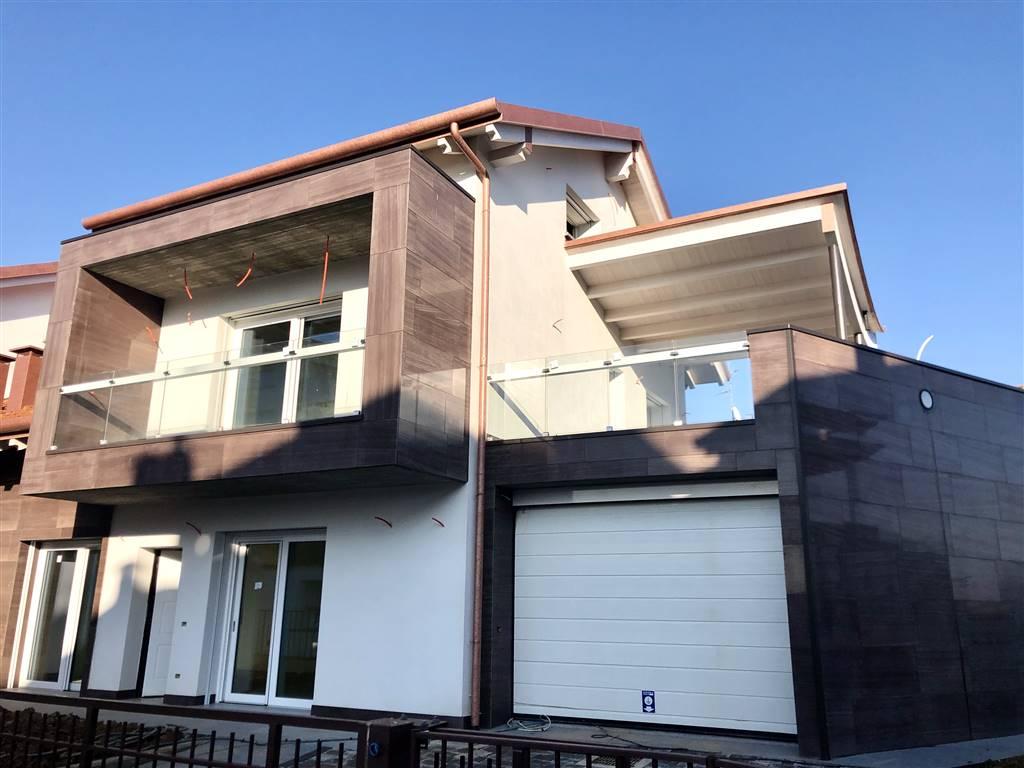 Villa in Vendita a Bernareggio: 5 locali, 250 mq
