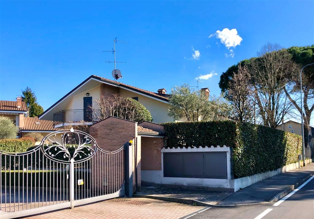 Villa in Vendita a Carnate: 5 locali, 270 mq