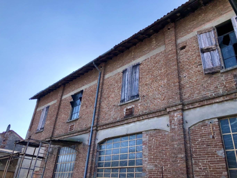 Palazzo in Vendita a Azzanello: 2500 mq