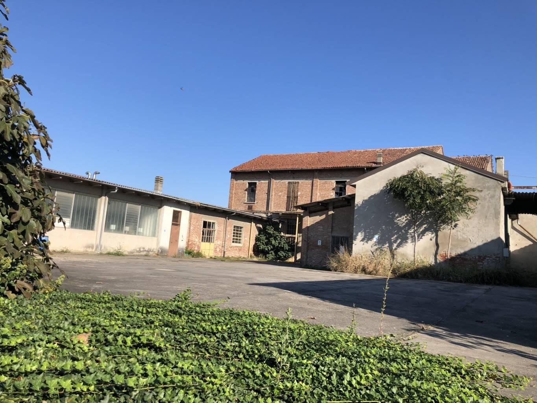 Rustico in Vendita a Azzanello: 5 locali, 2500 mq