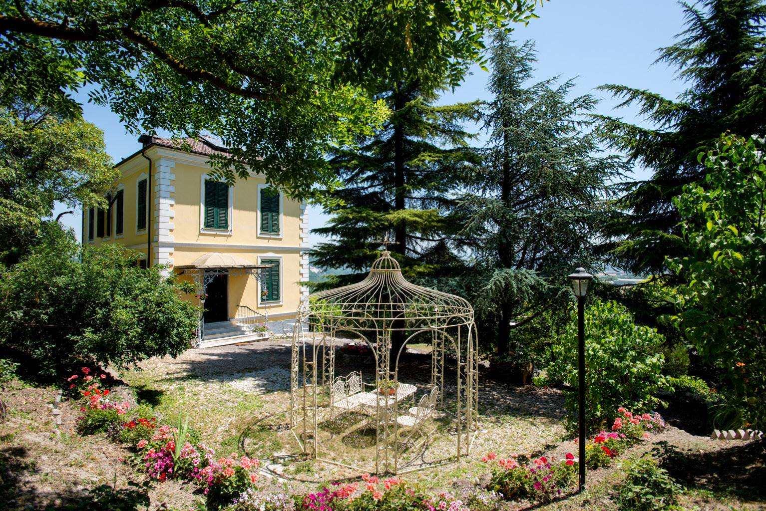 Villa in Vendita a Serravalle Scrivia: 5 locali, 300 mq