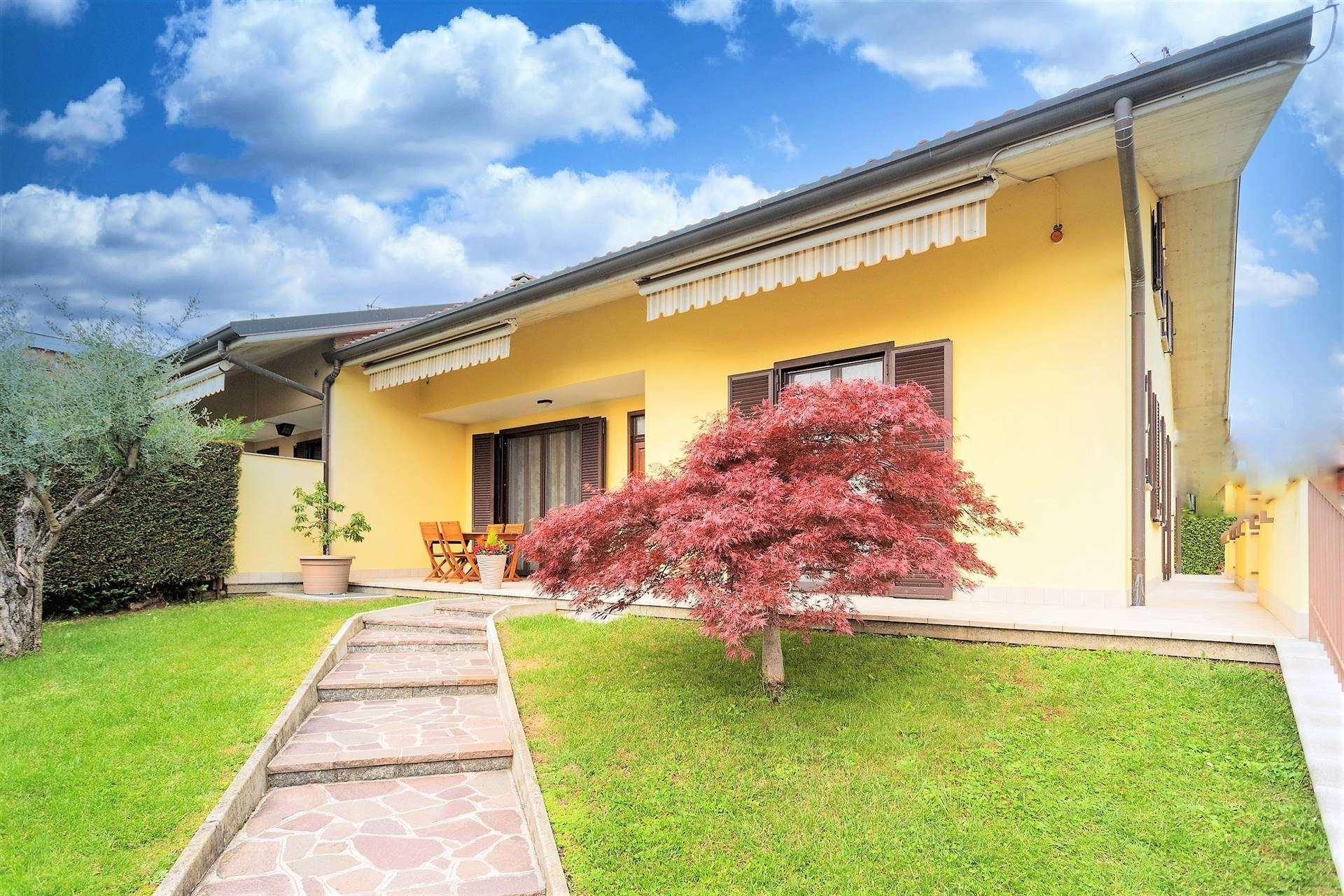Villa in Vendita a Roncello: 5 locali, 197 mq